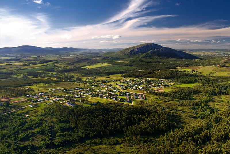 Propuestas de proyectos turísticos en las regiones este y centro-sur del país en base estudios realizados por el CURE.